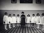 Palmina Cologni e altre bambine all'asilo aziendale.