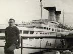 Pietro Pelicioli sul ponte d'imbarco del porto di Genova.