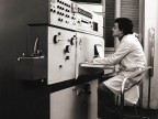 Operatore allo spettrografo nel laboratorio centrale.