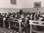 Classe della scuola elementare costruita dall'azienda.