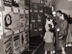 Visitatori a una mostra aziendale.