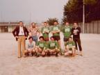 Enrico Castelli con la squadra del reparto aggiustaggio al torneo di calcio aziendale.