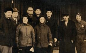 Gianfranco Pellizzoli in una foto di gruppo con i colleghi.