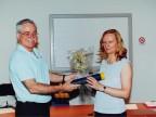 Emilia Finardi premiata per l'anzianità di servizio.