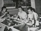 Franco Nappo con i colleghi in pausa pranzo alla mensa aziendale.