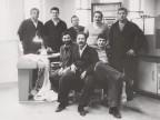 Giuseppe Lardo insieme ai colleghi del laboratorio centrale.