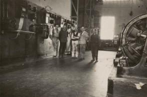 Luigi Ravizza con i colleghi della centrale elettrica.