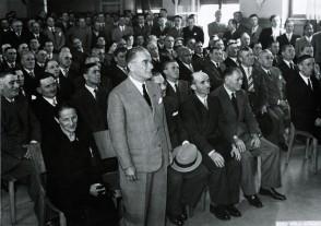 Carlo Piattica con i colleghi durante un evento aziendale.