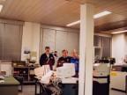 Roberto Caccia con i colleghi nel laboratorio analisi chimiche.