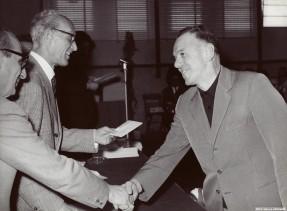 Ausilio Macetti premiato per l'anzianità di servizio.