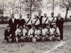 Stefano Macetti con i colleghi al torneo di calcio aziendale.