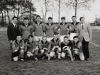 Severino Rovaris con i colleghi al torneo di calcio aziendale.