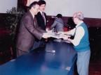 Valentino Macario premiato per l'anzianità di servizio.