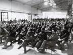 Lavoratori durante un assemblea.