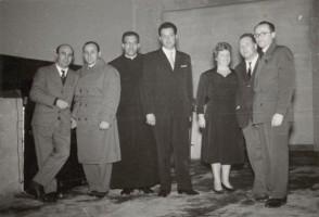 Angelo Barcella e il suo gruppo di musica lirica durante un'esibizione.