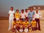 Angelo Barcella con gli allievi di tamburello del Cral aziendale.