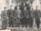 Foto di gruppo di Pietro Salvetti con i colleghi dinanzi alla chiesa di San Giuseppe.