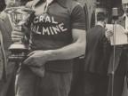 Pietro Salvetti premiato per la vittoria in una gara di ciclismo.