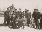 Pietro Salvetti e il corpo dei pompieri in servizio nello stabilimento sulla neve.