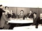 Francesco Sangalli con i colleghi in pausa pranzo nella saletta della mensa aziendale. 1953