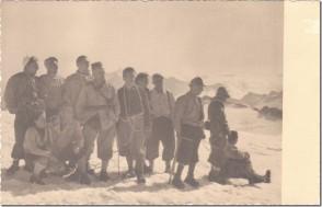 Achille Bernardi con alcuni colleghi della Dalmine in vetta all'Adamello. 1950