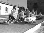Bambini durante l'inaugurazione della pista. 1962