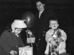 Regali della Befana ai figli dei dipendenti. 1960