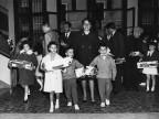 Consegna regali della Befana ai figli dei dipendenti. 1961