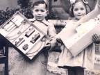 Consegna dei regali ai bambini dell'asilo Spranger