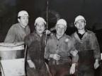 Cavalleri insieme ad alcuni colleghi nel reparto laminatoio 4.